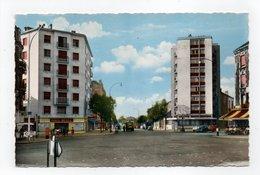 - CPSM AUBERVILLIERS (93) - Le Carrefour De La Mairie (magasin PARIS-MEDOC) - Editions Du GLOBE - - Aubervilliers