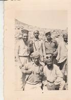 Photo Militaire : Tunisie : 1936 : Groupe De Soldats En Pose : à Définir . ( Format 10,5cm X 7,7cm ) - War, Military