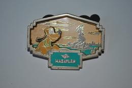 Rare Pin's Géant Disney Pluto Et Petite Sirène Mazatlan 4.5 X 3 Cm - Disney