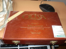 Old Wooden Box Oliva Serie V  Melanio  Gram Reserva Limitada No 4  Nicaragua - Contenitori Di Tabacco (vuoti)