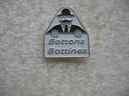 Pin's Bottons, Bottines - Pin's