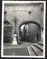 France, Antibes, Entrée De L'Eglise .photo Véritable  Situé Année 1951 - Lieux