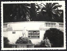 France, Cap D'Antibes, Entrée De L'hôtel Eden Roc .photo Véritable  Situé Année 1951 - Plaatsen