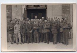 GROUPE DE SOLDATS  110eme R I   CARTE  PHOTO 1945 - Guerre, Militaire