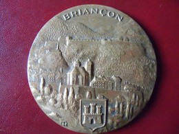 Ancienne Imposante Médaille De Table Bronze Ville De BRIANCON Signée ER - Autres