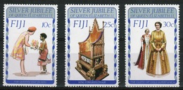 Fiji 1977 Set Of Stamps To Celebrate The Silver Jubilee. - Fiji (1970-...)