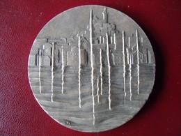 Ancienne Médaille De Table Bronze Ville De MARSEILLE Signée VL - Touristiques