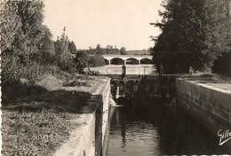 16. CPSM. SIREUIL. Les écuses Et Le Pont Sur La Charente.  1956. - France