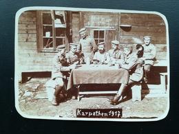 """MILITAIRES JOUANT À UN JEU DE CARTES PENDANT GUERRE 1914 - 1918  INSCRIPTION EN ALLEMAND SUR PORTE   """"EINGANG VERBOTEN"""" - Guerre 1914-18"""
