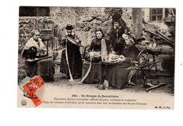 CPA 43 - Un Groupe De Dentellières ( Spécimens De Cinq Coiffures Du Pays ... ) - France