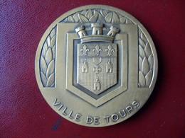 Ancienne Médaille De Table Bronze Ville De TOURS - Touristiques