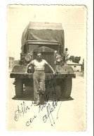 "2966 "" ASMARA-LARGO SANT'ANNA-IN POSA DAVANTI AUTOCARRO FIAT 634 "" FOTO ORIGINALE - Guerra, Militares"
