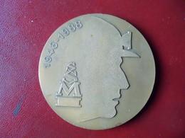 Rare Ancienne Médaille De Table Bronze Sécurité Sociale Dans Les Mines. Mineur. Charbon. - Professionali / Di Società