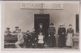 CARTE PHOTO : RESTAURANT DE LA GARE - DES TABLES EN TERRASSE - CHEMINOTS ET CLIENTS - 2 SCANS - - Cafés