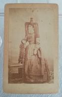Ancienne Photo Du XIXe 19e Format CDV Femme En Tenue Folklorique 2éme Moitié Du XIXe - Old (before 1900)