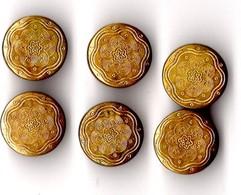 -- 6 PETITS BOUTONS EN METAL DORE -- - Boutons