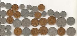 Lot De 37 Pièces De Monnaie En Plastique Spécialement Pour Les écoles Pour Donner Aux élèves La Notion De L'argent - Livres, BD, Revues
