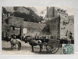 Le Mont Saint-Michel. Entrée Du Mont. Animée. Attelage - Le Mont Saint Michel