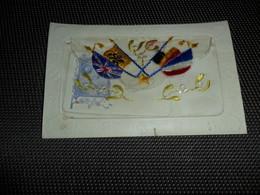 Carte Brodée ( 76 )  Geborduurde Kaart   Drapeaux  Drapeau  Vlaggen  Vlag  Carte Enveloppe - Brodées