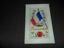 Carte Brodée ( 78 )  Geborduurde Kaart   Drapeau   Vlag   Remember - Brodées