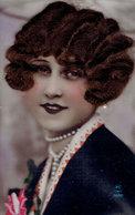 Femme Avec Ajoutis De Vrais Cheveux - Femmes