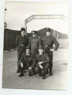 Men With Uniform Pose For Photo Xd860-147 - Persone Anonimi