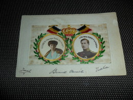 Carte Brodée ( 106 )  Geborduurde Kaart    Reine Elisabeth   Roi Albert   Koningin  Koning - Brodées