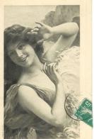 """Cpa Tableau De Femme """" La Mer """" IM Wellenspiel , Voyagée - Musées"""