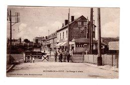 CPA 51 - Mourmelon Le Petit - Le Passage à Niveau , Train Locomotive - Autres Communes