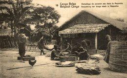 Congo Emballage De Poisson Sec Dans Le Mayumbe - Congo Belga - Otros