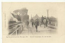 Waereghem Dag Der Paardenloopwedstrijden 1901 Aankomst Van Rijtuigen,etc.. Naar Het Plein  (701) - Waregem