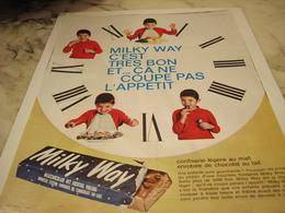 ANCIENNE PUBLICITE BARRE  MILKY WAY 1965 - Affiches