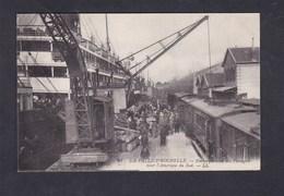 La Pallice Rochelle (17) Embarquement Des Passagers Pour L' Amerique Du Sud ( Bateau Train Grue LL ) - La Rochelle