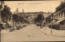 Cp Laon Aisne, Vue De Laon Sortant De La Gare, Voitures, Hotel De Commerce - France