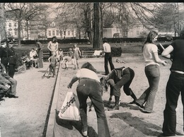 GENT    FOTO 1973  18 X 13 CM  -  DOLLE MINA'S IN DE ZANDBAK - Gent