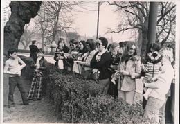 GENT    FOTO 1973  18 X 13 CM  -  DOLLE MINA'S MOGEN IN DE ZANDBAK NIET SPELEN - Gent