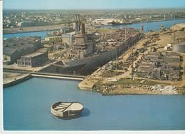 CP - PHOTO - SAINT NAZAIRE - LES CHANTIERS - CONSTRUCTION DU PÉTROLIER L'ESSO ANGLIA - 596-11 - JANSOL - BATEAU - Saint Nazaire