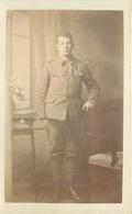 WW1 - PORTRAIT OF A SOLDIER - ?ROYAL ARTILLERY CAP BADGE?? #88140 - War 1914-18