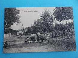 16 : MASSIGNAC : PLACE Du CHAMP De FOIRE ,C.P.A. ,carte En Bon état, Animée - France