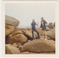 26905 Cinq Photos TREGASTEL Bretagne France -touriste 1973 Belgique Mer Rochers Fille - Lieux