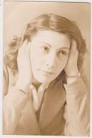 26913 Cinq Photos Femme Fille Girl -lot Venant De Belgique- Aucune Indication Au Dos - Personnes Anonymes