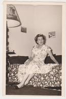 26914 Cinq Photos Femme Fille Girl -lot Venant De Belgique- Aucune Indication Au Dos -decoration 1950 - Personnes Anonymes