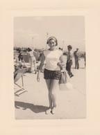26915 Sept Photos Femme Fille Girl -lot Venant De Belgique- Aucune Indication Au Dos - Plage - Personnes Anonymes