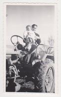 26916 Cinq Photos Famille Enfant Ping Pong Fermiere Tracteur Velo Landeau Boy Child Family - Personnes Anonymes