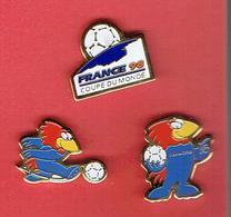 FOOTIX 1998 COUPE DU MONDE FOOT BALL SERIE DE 3 PINS - Football