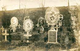 .Tombes (ornements En Perles) De Soldats Tués  CARTE PHOTO   504 - Cimetières Militaires