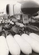 Rare Photo Véritable Salon Du Bourget Années 60 Armements  Taille 12.7 X 9 Cm - Aviation