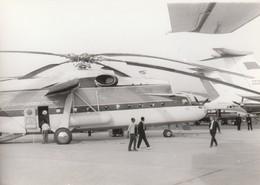 Rare Photo Véritable Salon Du Bourget Années 60 Hélicoptère Russe  Taille 12.7 X 9 Cm - Aviation