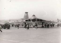 Rare Photo Véritable Salon Du Bourget Années 60 Avion Vulcain   Taille 12.7 X 9 Cm - Aviation