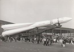 Rare Photo Véritable Salon Du Bourget Années 60 Fusée Russe  Taille 12.7 X 9 Cm - Aviation